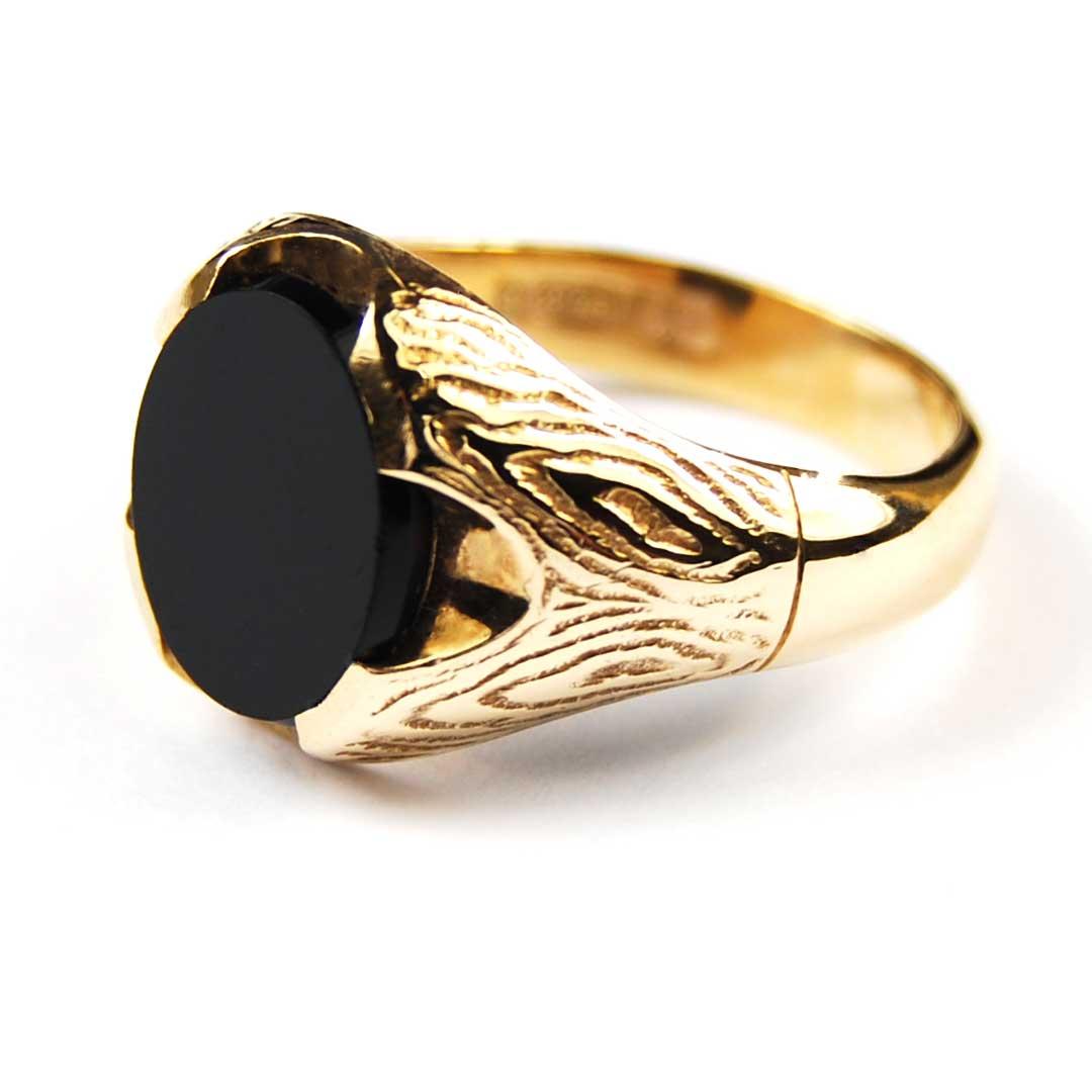 Gent's 9 Carat Yellow Gold Onyx Set Signet Ring